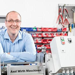 Max Wirth, Geschäftsführer des Spezialisten für Flächenauftrag, Walzenbeschichtung und Walzengummierung